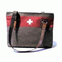 kleine damentasche aus schweizer armeedecke wd 41 taschen army recycling. Black Bedroom Furniture Sets. Home Design Ideas
